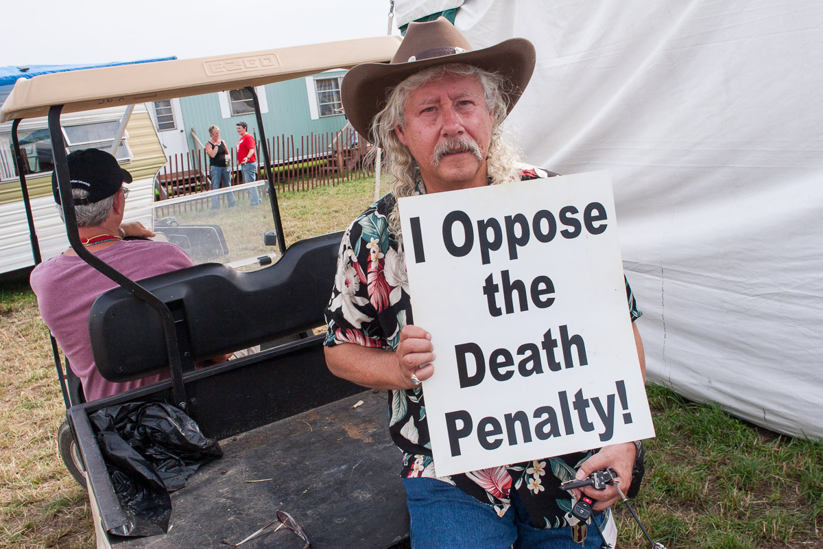 Arlo Guthrie opposes the death penalty and executions