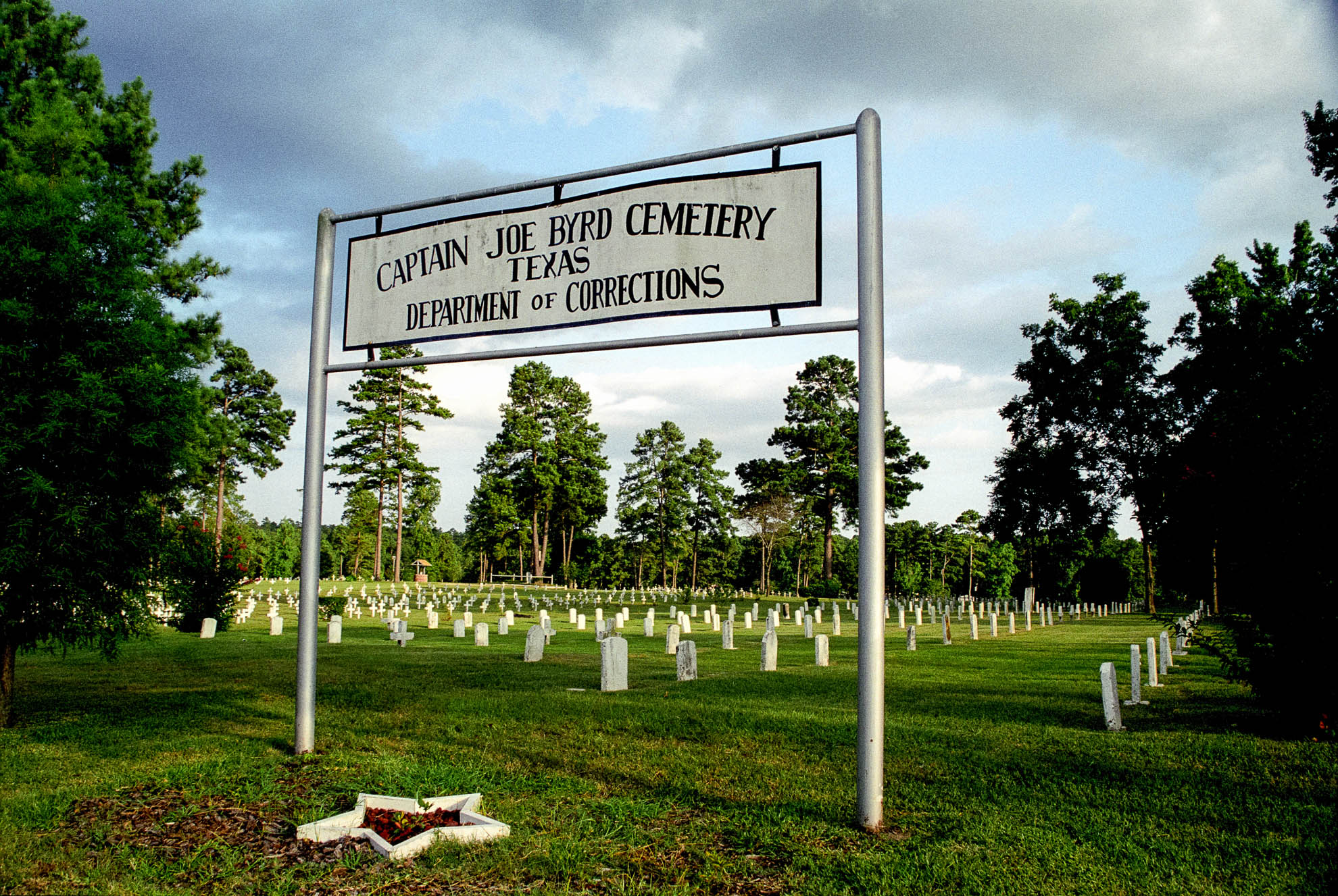 death penalty, photography, photos, execution, prison, documentary, huntsville, texas, cemetery, joe byrd, grave, gravesite