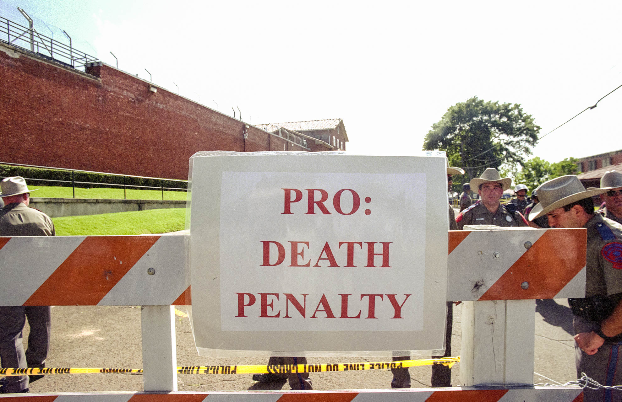 death penalty, photography, photos, execution, prison, documentary, texas, huntsville, protest, support, pro, gary graham, walls unit